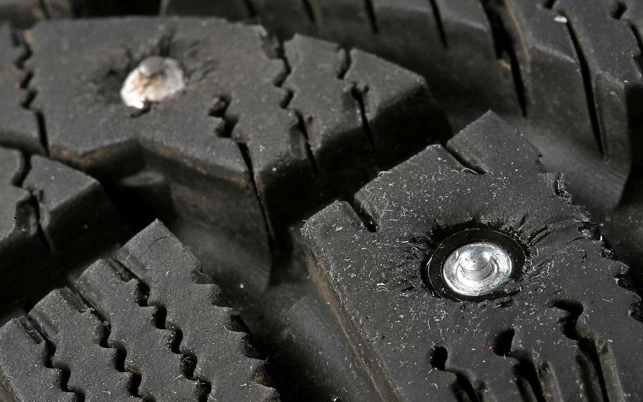 Шип установлен верно, когда кончик твердосплавной вставки выступает над поверхностью на 0,5-1,0 мм. Допустимо, если конец твердосплавной вставки окажется на одном уровне с протектором шины.
