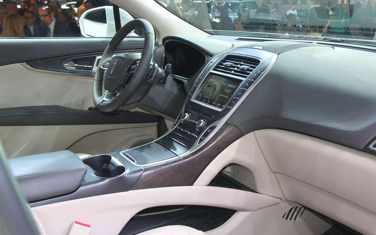 Новая Camry идругие премьеры автосалона вЛос-Анджелесе— фото 821761