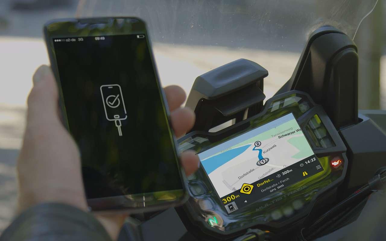 Треть мотоциклистов пользуется смартфонами впути— фото 925187
