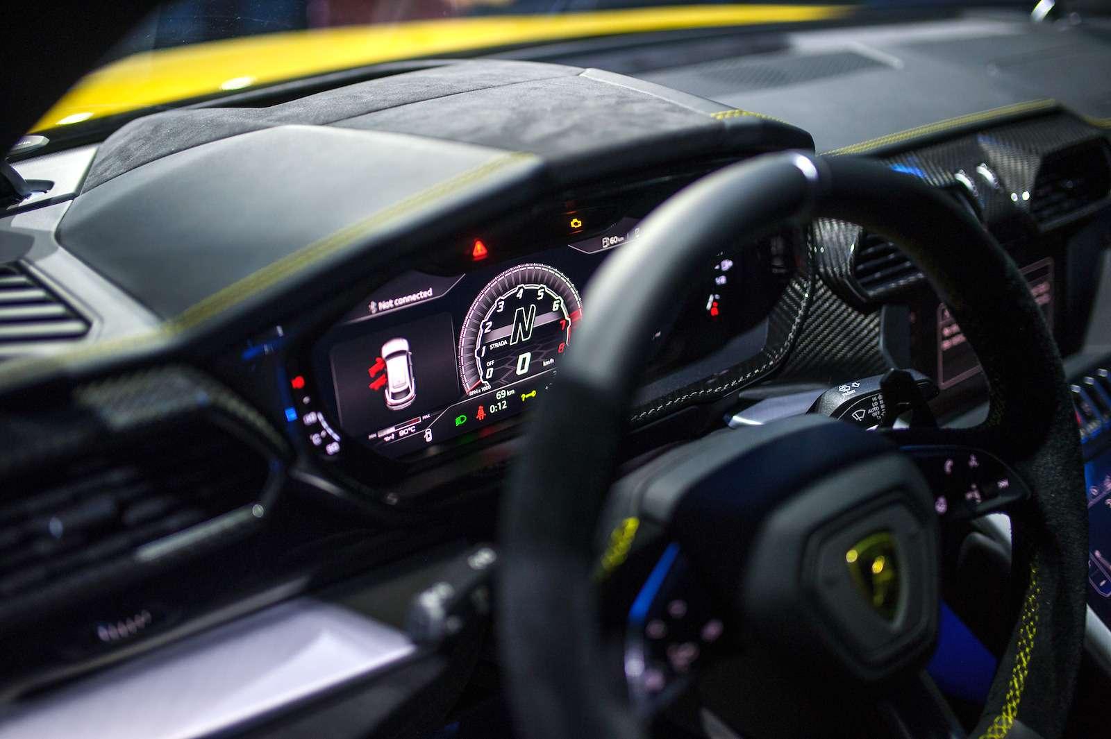 Lamborghini привезла вРоссию автомобиль, который не боится «лежачих полицейских»— фото 845787