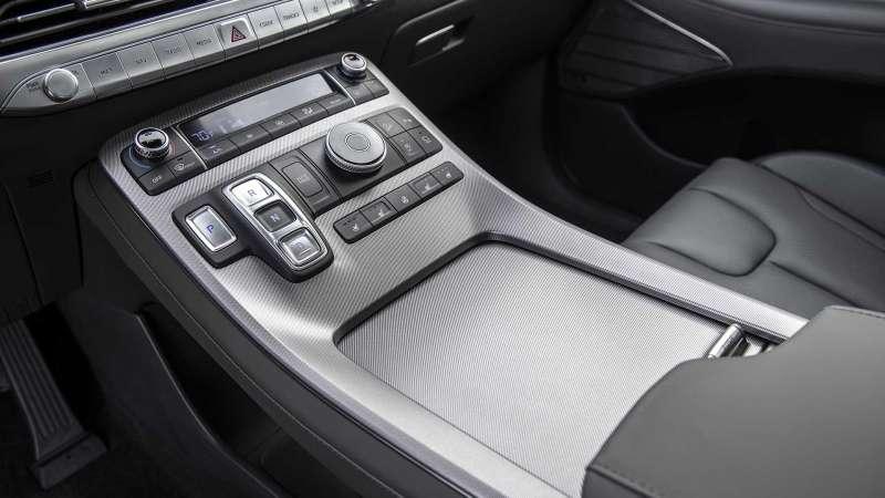 Hyundai показал свой огромный ироскошный внедорожник