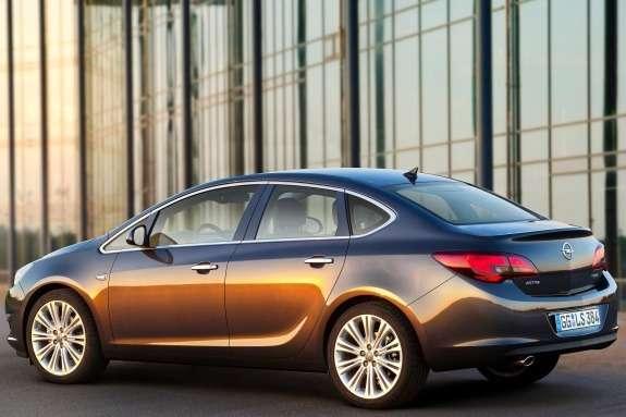 Opel Astra Sedan side-rear view 3