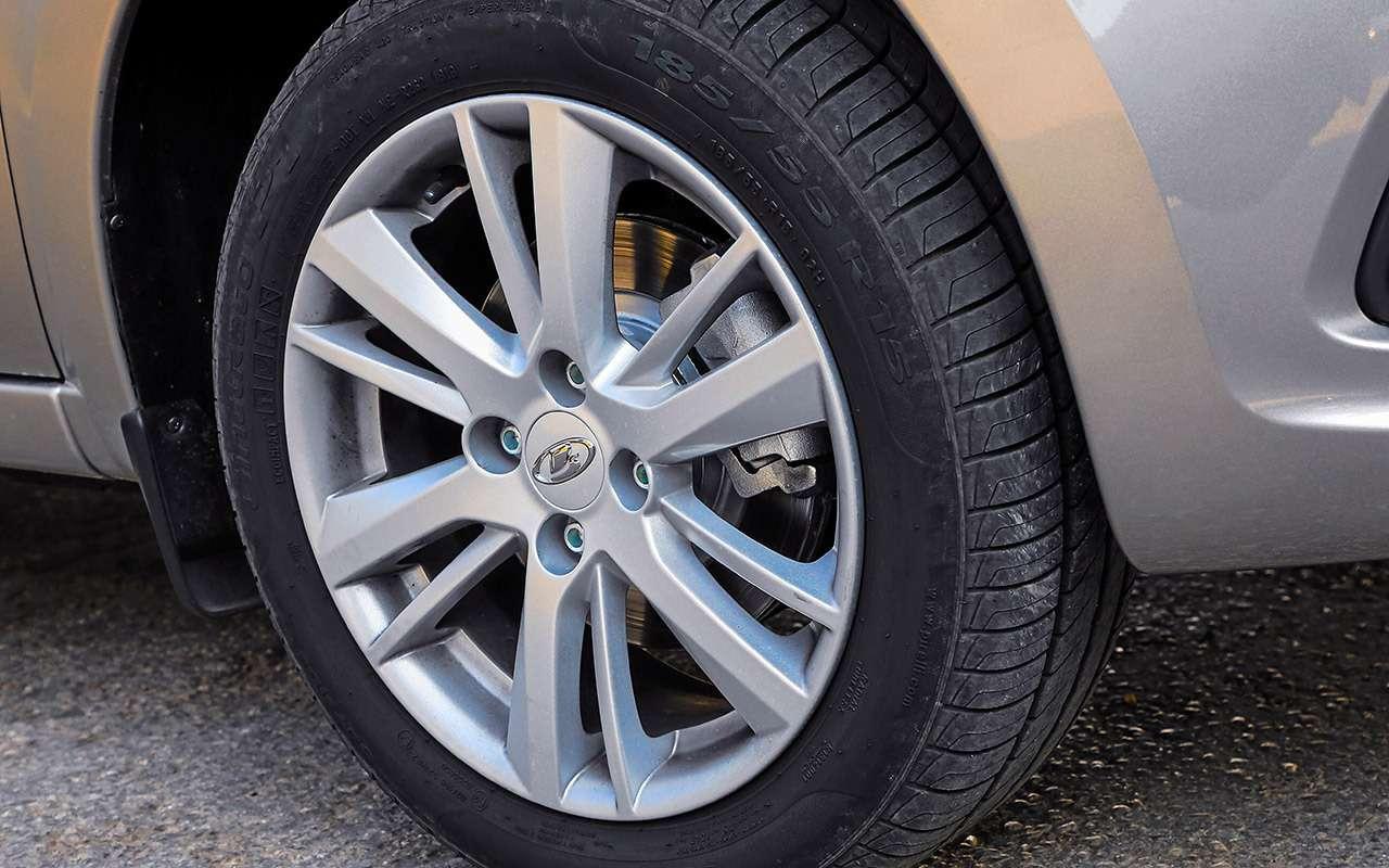 Большой тест обновленных бюджетников: Лада Гранта против Renault Logan— фото 914253