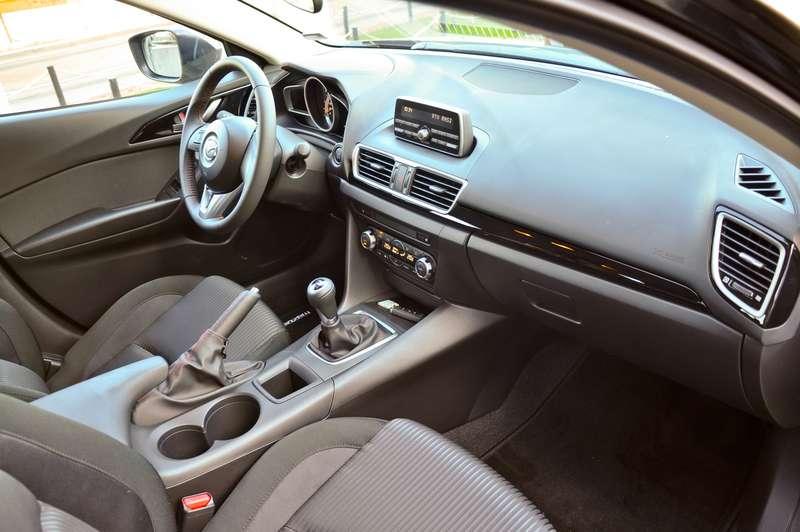 02-Mazda3_zr-02_16