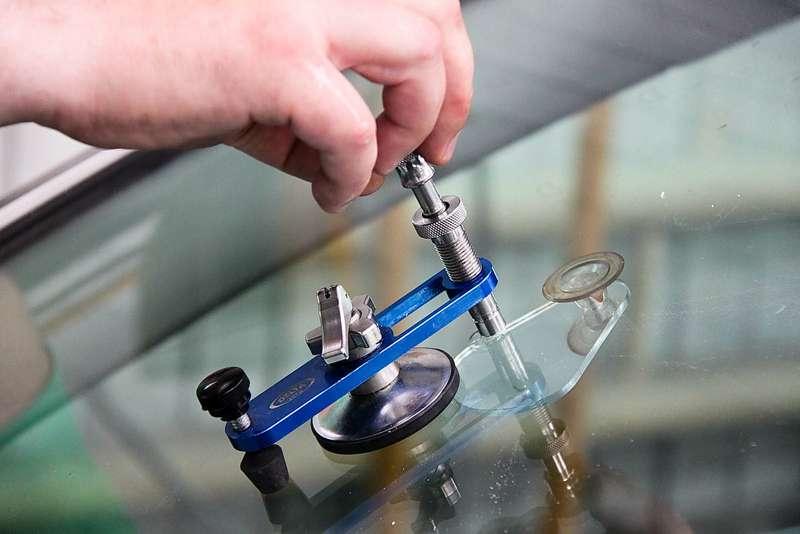 Наука маскировки: изучаем особенности ремонта стекол