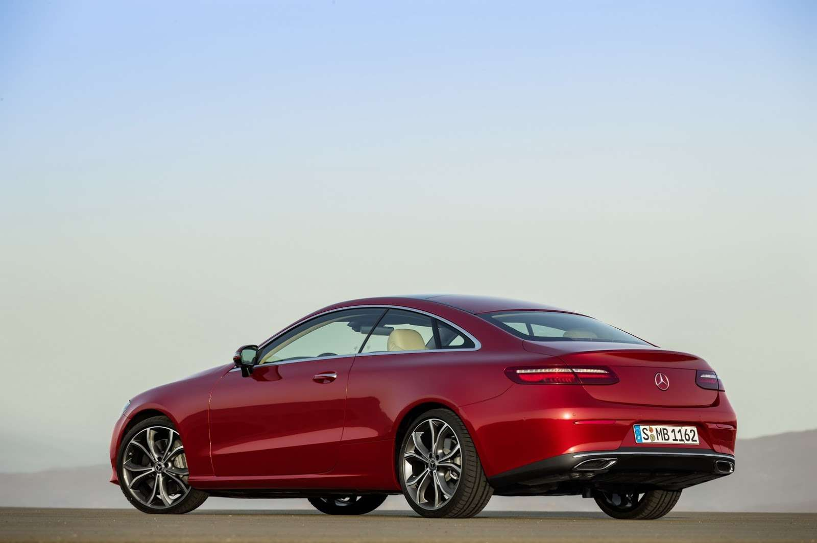 Больше илучше: Mercedes-Benz представил новое купе E-класса— фото 678184