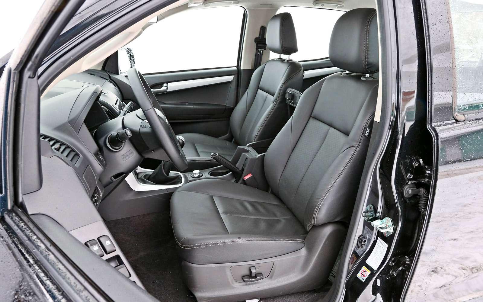 Пикапы Isuzu D-Max, Mitsubishi L200и Toyota Hilux: на«обортаж»!— фото 698424
