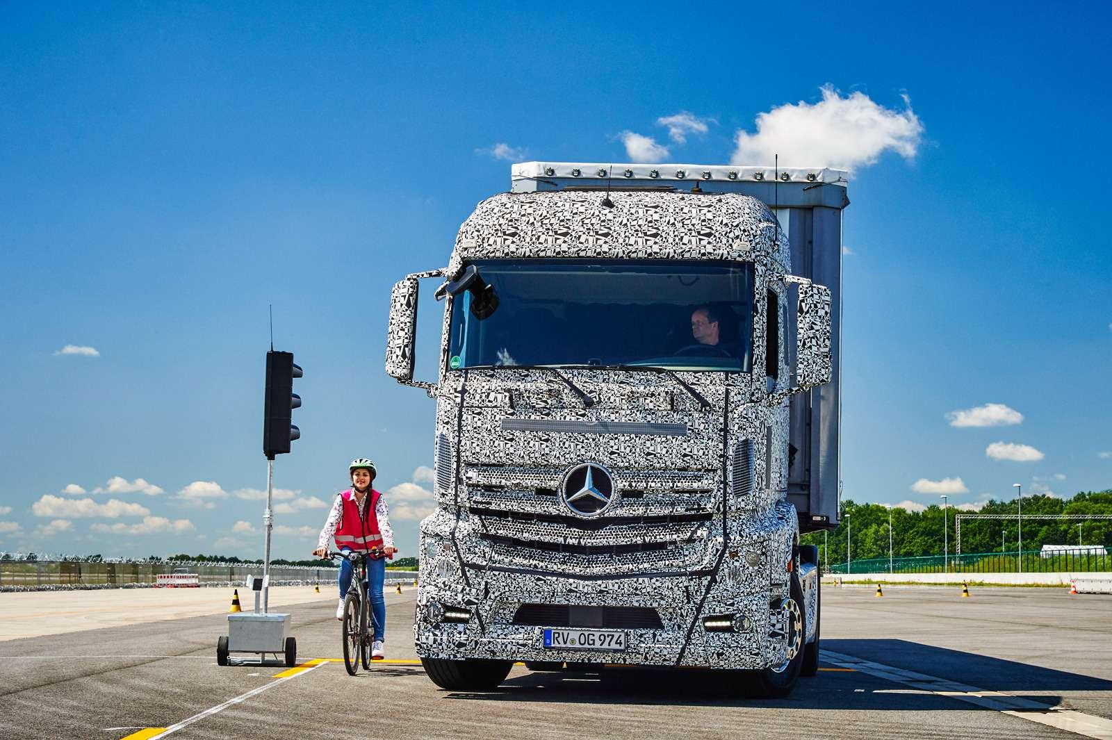 02-MB_Vans&Trucks__zr-09_15