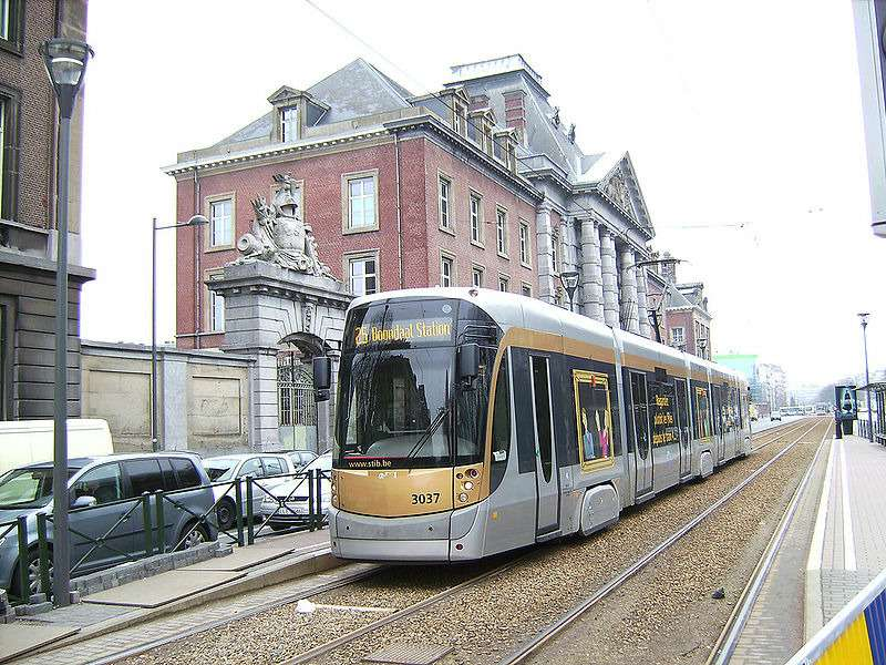 800px-bombardier_flexity_outlook_cityrunner_tram_in_brussels