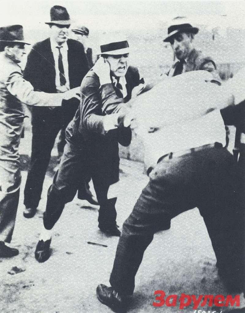 Такпроисходило «общение» между молодчиками Гарри Беннета ипрофсоюзными активистами 26мая 1937 году узавода Ford Motor Co