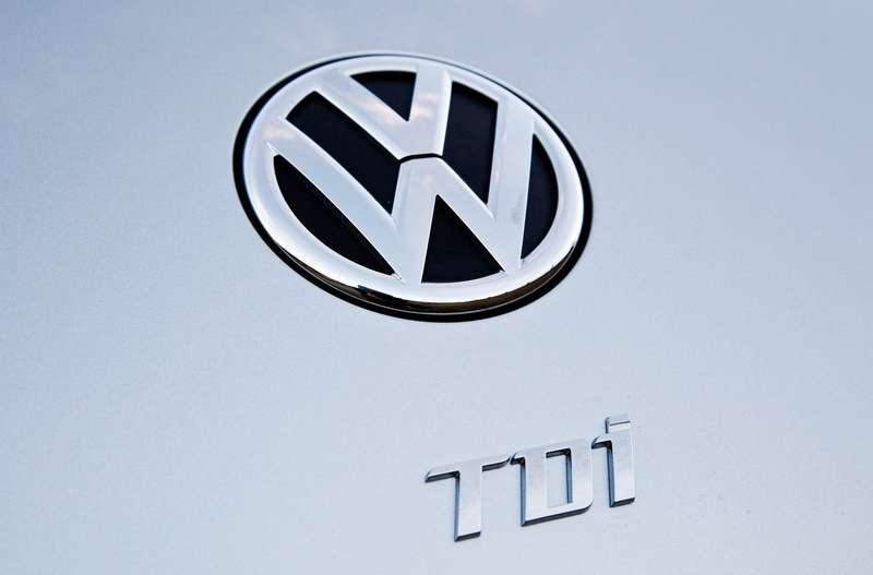 Volkswagen-Beetle_TDI_2013_1280x960_wallpaper_05