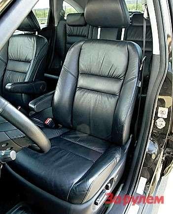 Кожаный салон предлагают дляобоих автомобилей вбогатых исполнениях. НаCR-V онможет быть комбинированным (салькантарой).