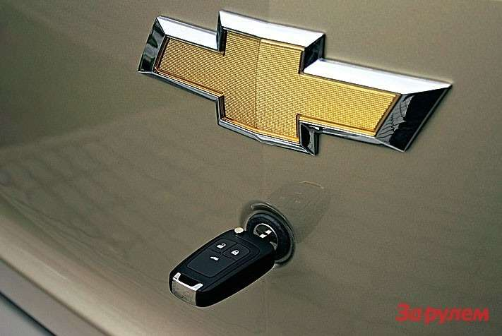 Открывать багажник неудобно: только ключом или кнопкой нанем же. Видимо, это способ защиты отжуликов вРио.