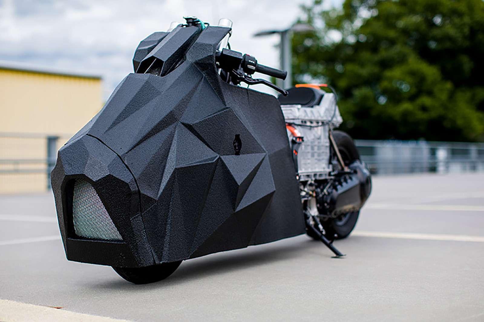 Немец превратил электроскутер BMW вбэтмобиль— фото 789651