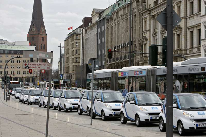 Daimler перевел таксопарк Гамбурга насамообслуживание