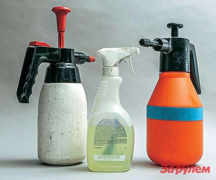 Приработе приходится распылять много жидкости. Задачу облегчают флаконы совстроенным насосом. Накачал— иработай, ненапрягая кисти рук. Адлянебольших поверхностей сгодится обычный распылитель.