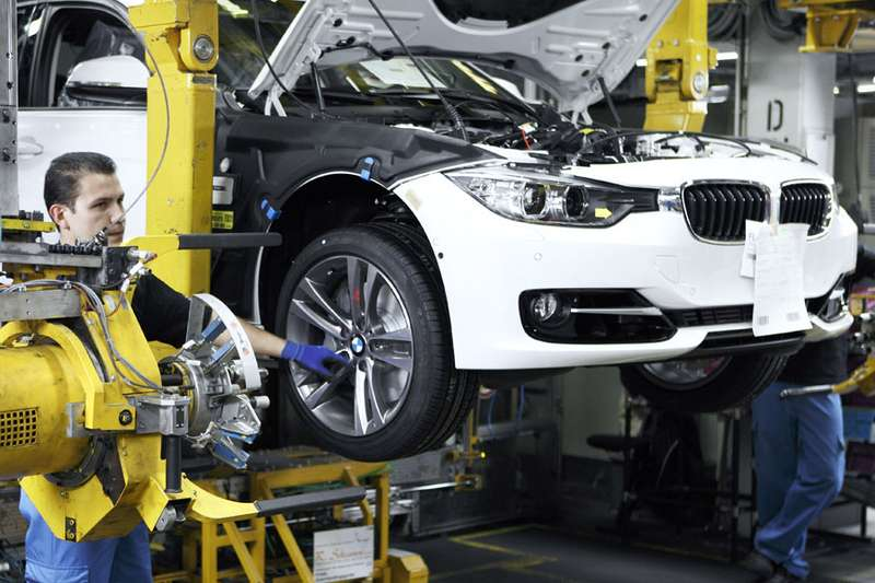 BMW 3-Series being produced_no_copyright
