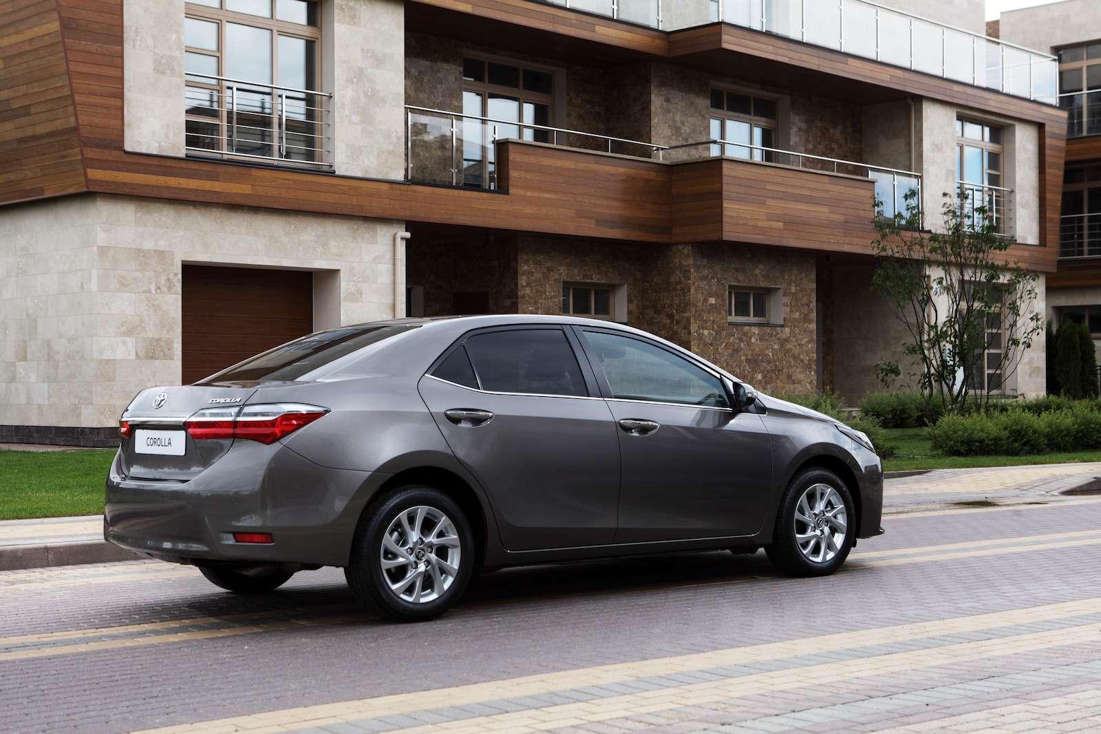 Toyota представила обновленный седан Corolla— фото 599050