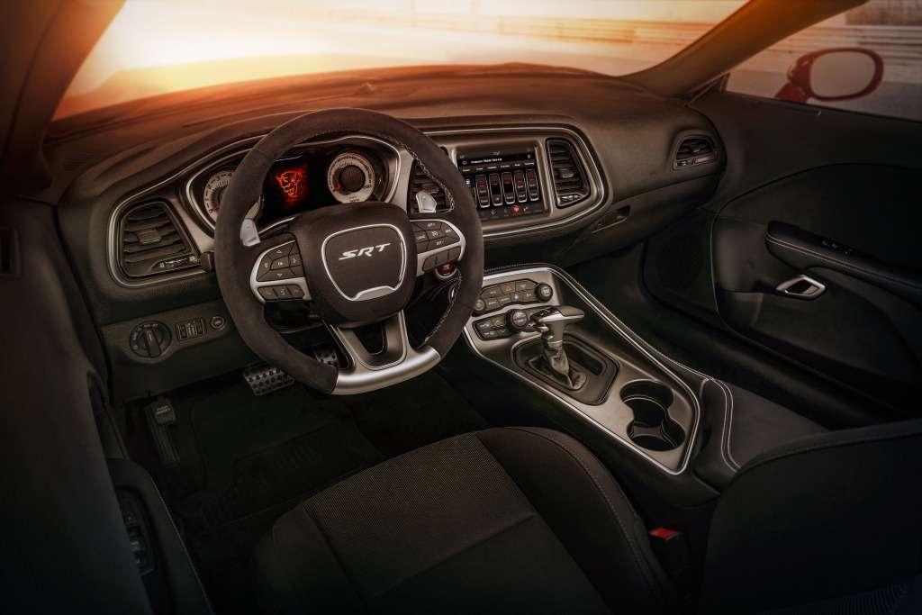 ПриНиксоне такого не было: Dodge Challenger SRT Demon представлен официально— фото 735604