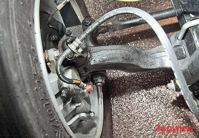Навсех осях— дисковые тормоза,  впереди диски вентилируемые