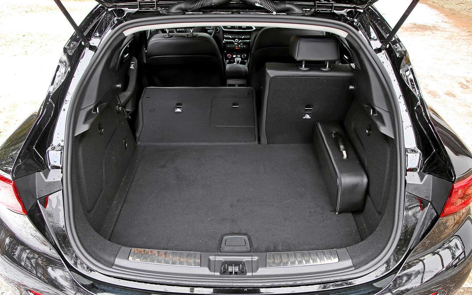 VWGolf GTI против Infiniti Q30—  кто любит погорячее— фото 710215