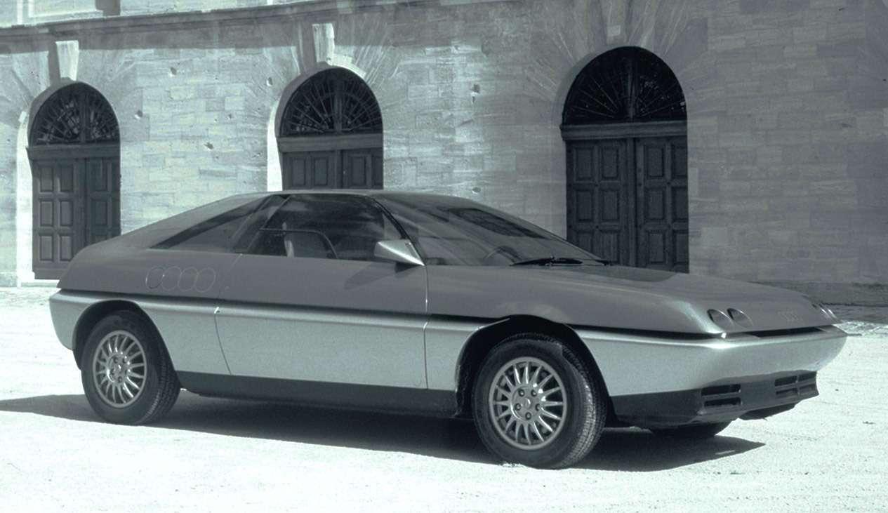 Лаконичная форма Pininfarina Quartz 1981 года разбивалась горизонтальным членением, усиливавшим ощущение динамики.