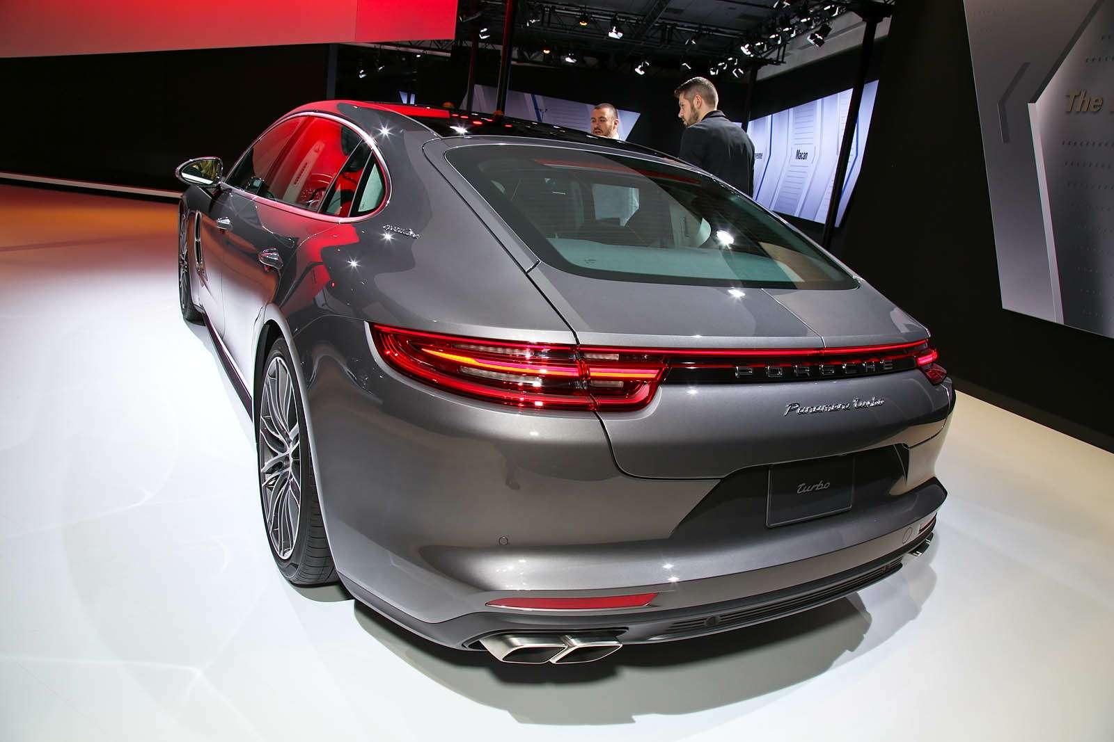 Быстрая немецкая «такса»: длиннобазная Porsche Panamera приехала вЛос-Анджелес— фото 665247