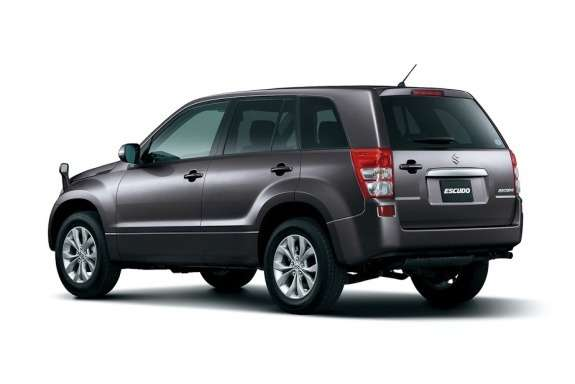 Facelifted Suzuki Escudo side-rear view