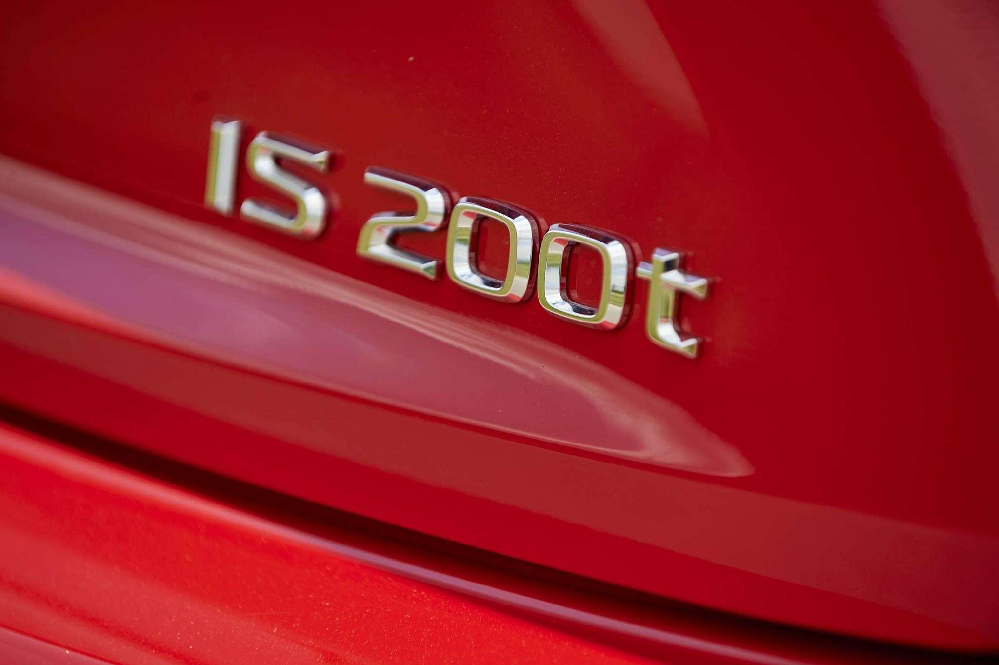 Lexus_IS_200t_10_lo