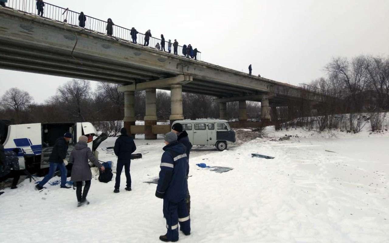 19человек погибли вупавшем смоста автобусе— фото 1013523