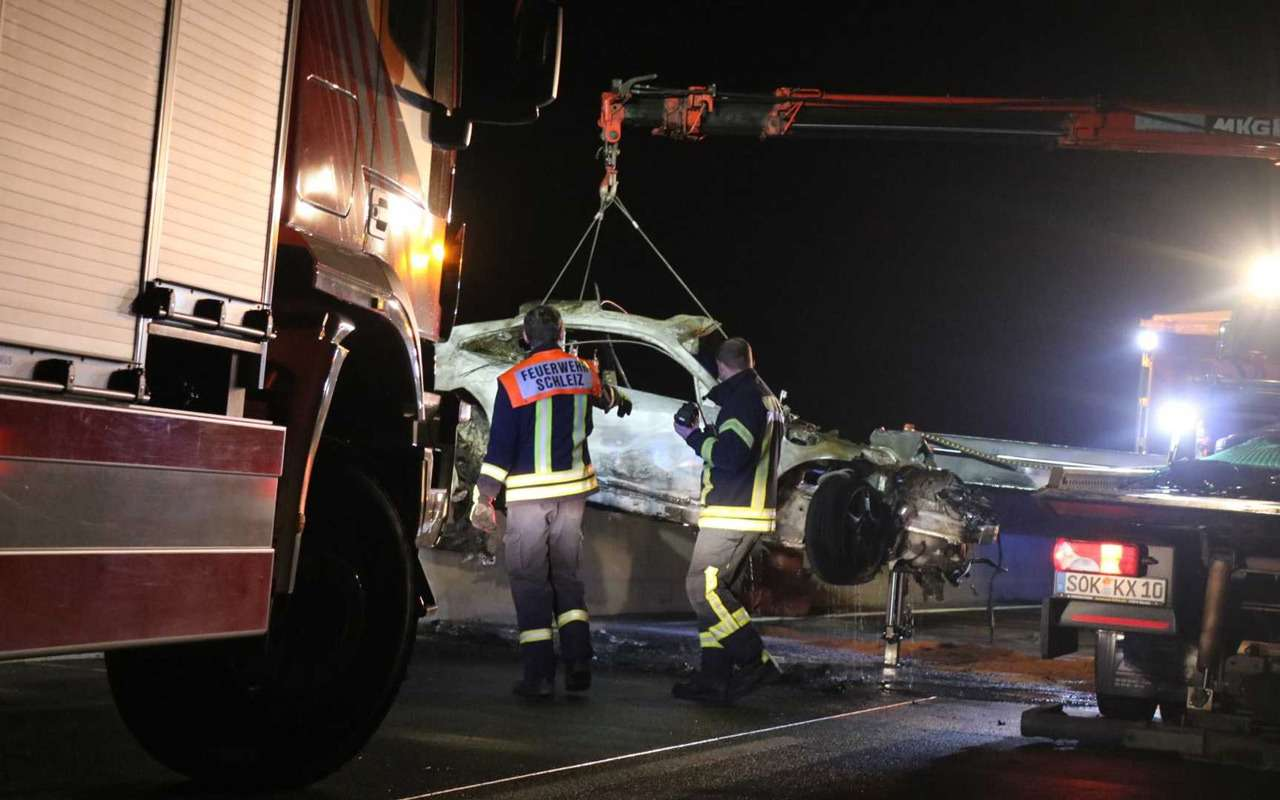 Porsche 911 сгорел дотла посреди дороги— фото 922298