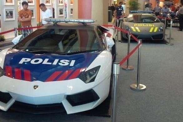 lamborghini-aventador-and-gallardo-become-police-cars-in-indonesia-medium_6