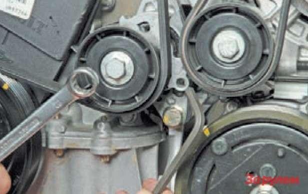 замена ремня привода вспомогательных агрегатов renault symbol