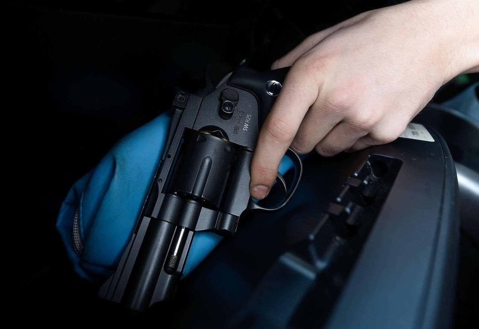 Водитель Хаммера обстрелял гаишников искрылся