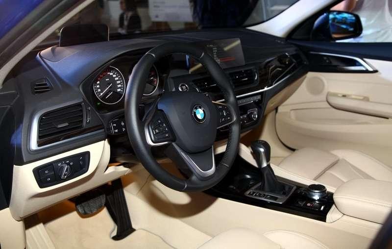 В Гуанчжоу дебютировал переднеприводный седан BMW 1-й серии
