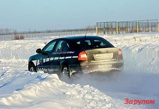Дляоценки проходимости служит участок трассы срыхлым, неукатанным снегом.