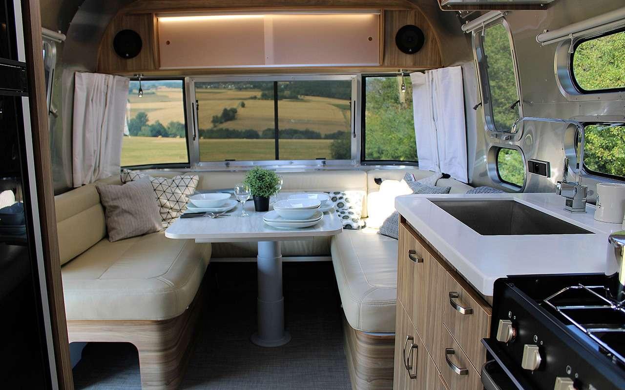 Роскошный кемпер Airstream— скроватью поперек— фото 1161646