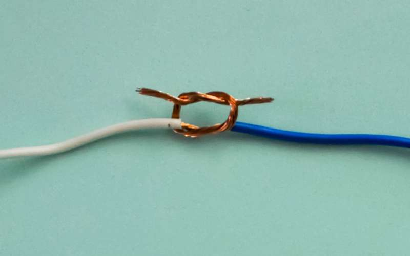 Каксоединить провода: шпаргалка «Зарулем»
