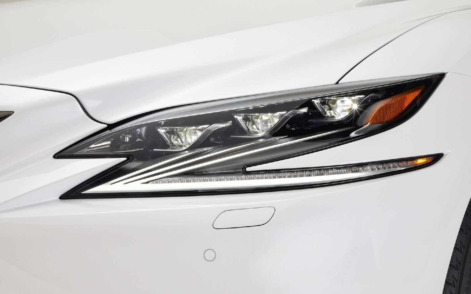 Выход третий, спортивный: Lexus LSFSport отпразднует премьеру вНью-Йорке— фото 735348