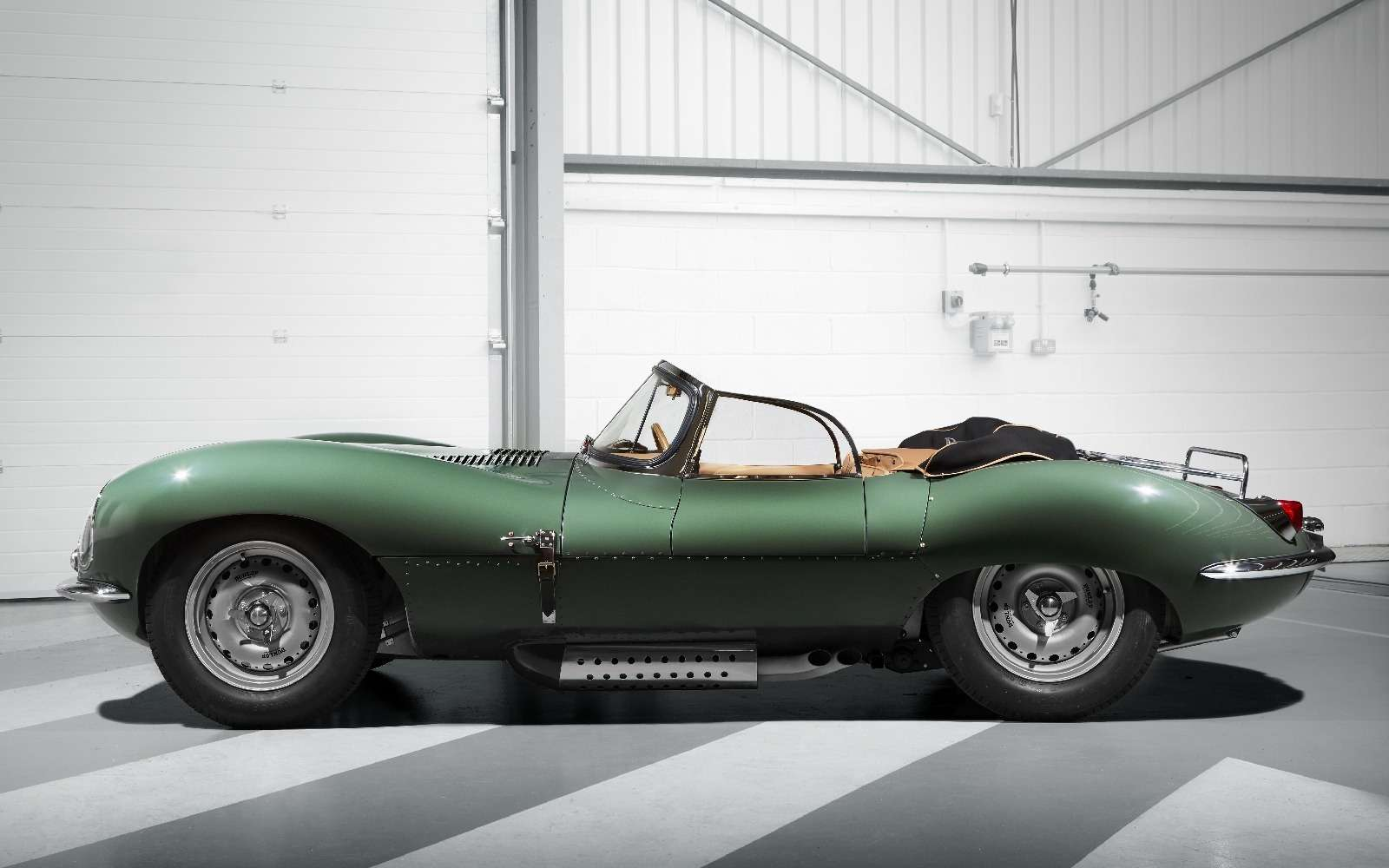 Jaguar вернулся квыпуску карбюраторных автомобилей— фото 665292