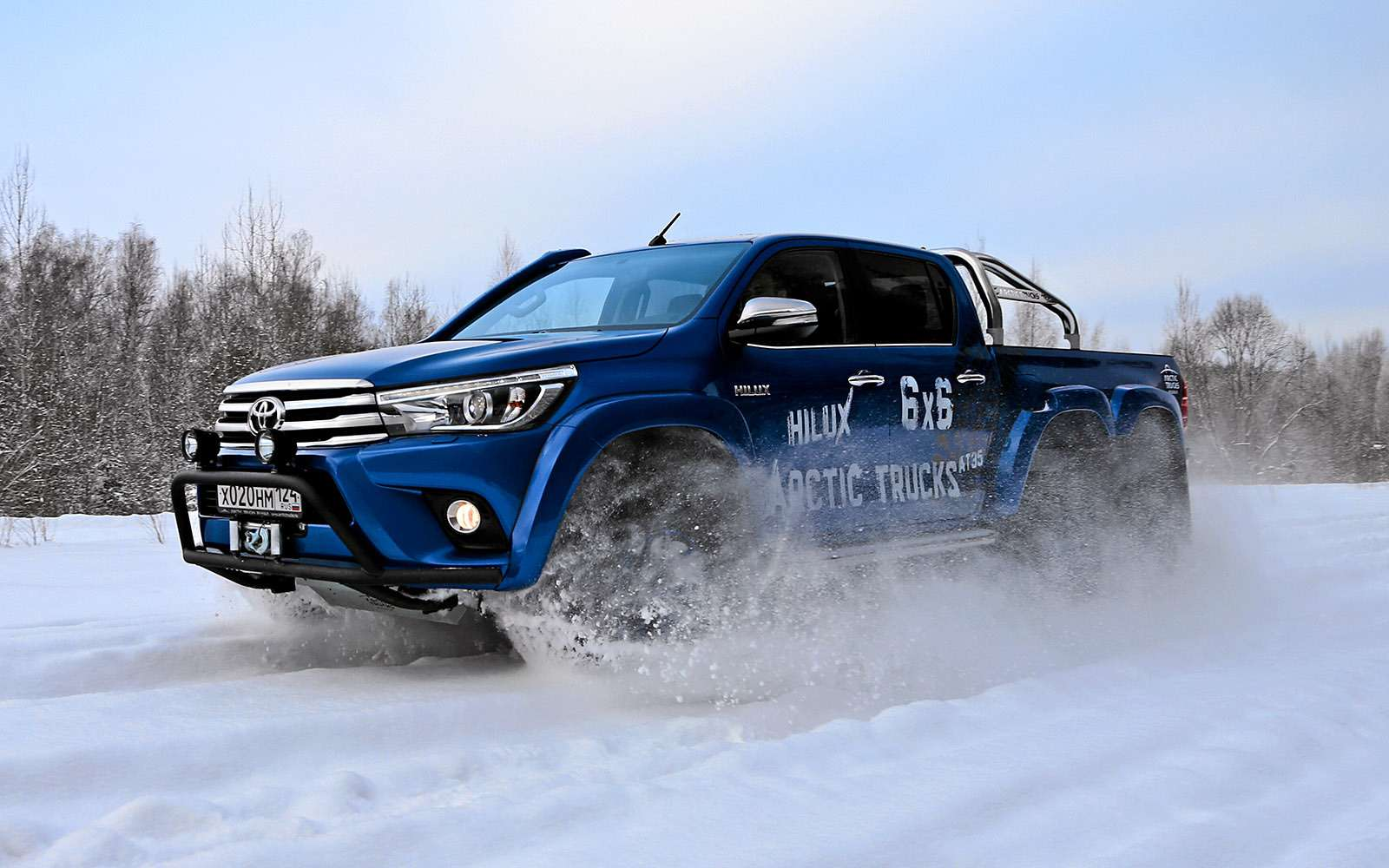 Пикапы Toyota Hilux Arctic Trucks: 4х4или 6х6?— фото 745686