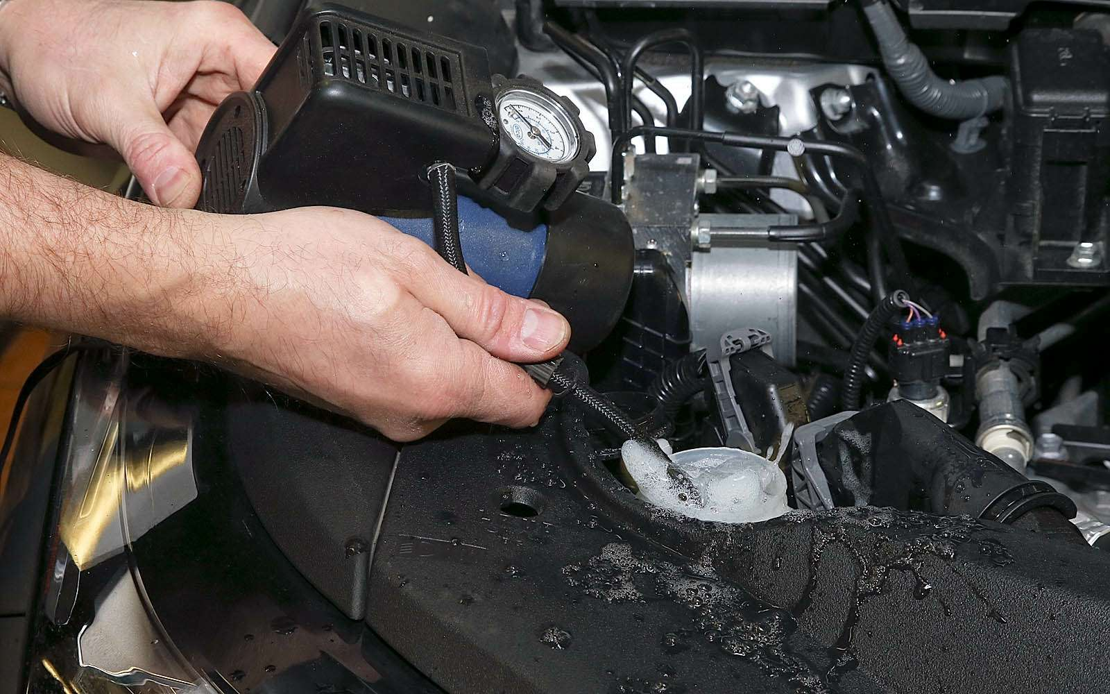 перемешиваем жидкость спомощью компрессора