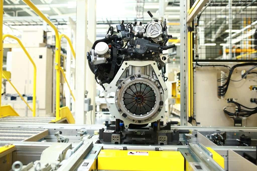 ВоВладивостоке запустили завод попроизводству двигателей Mazda. Были Путин иСиндзо Абэ— фото 903735