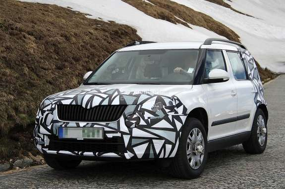 Facelifted Skoda Yeti test prototype side-front view