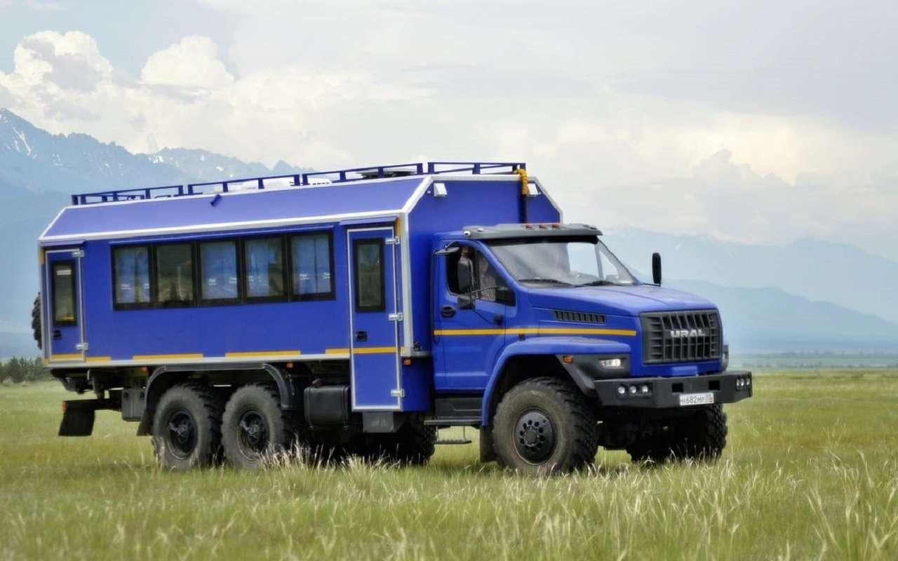 Урал показал автобус-внедорожник (скараоке)— фото 1263807