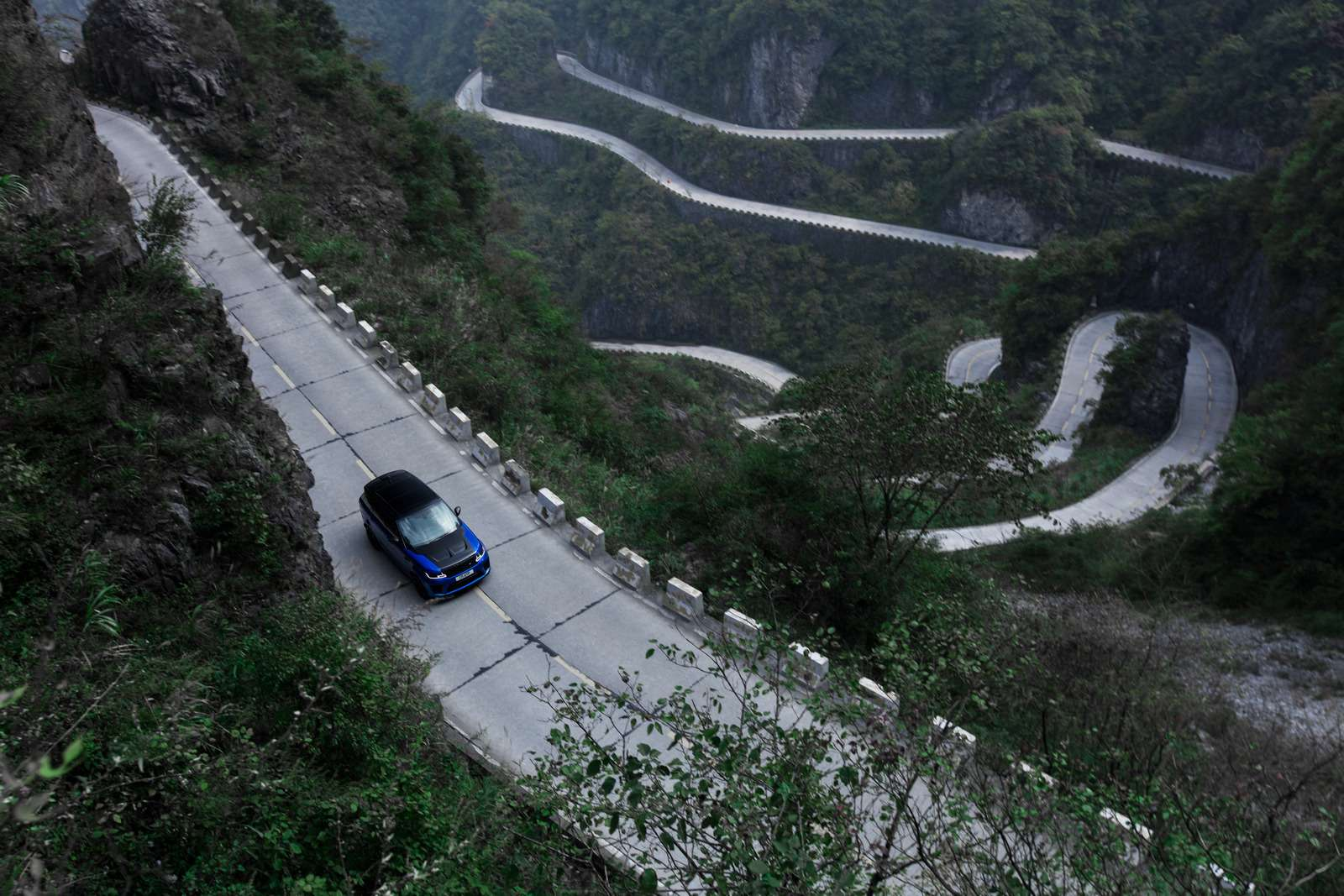 Range Rover Sport SVR оказался быстрее Ferrari нагорной дороге— фото 853298