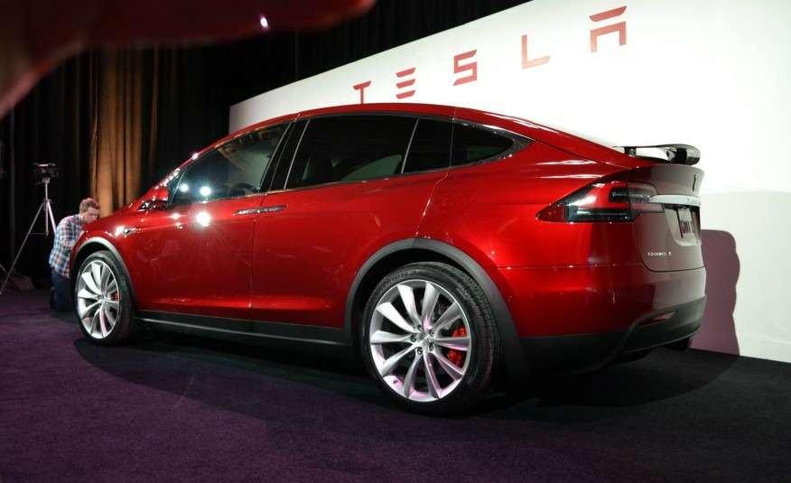2016-Tesla-Model-X-108-876x535