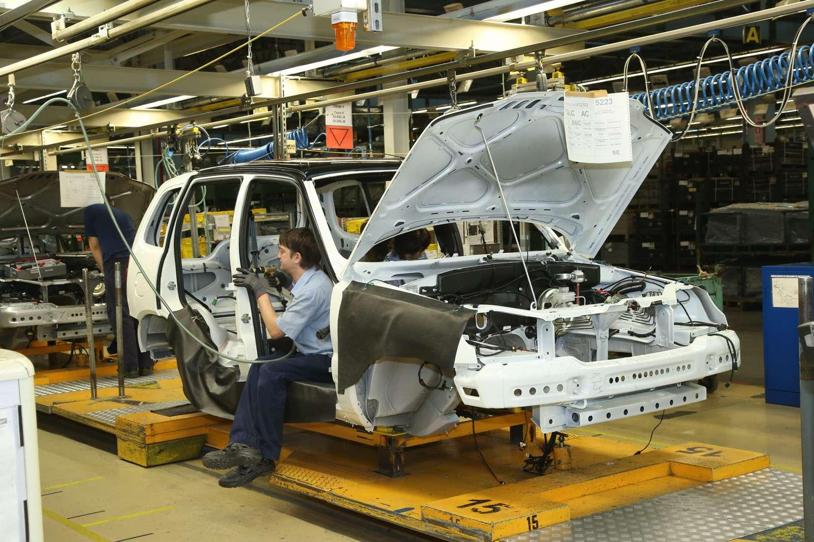 Черно-белая Chevrolet Niva спешит кдилерам (ОБНОВЛЕНО)— фото 669056