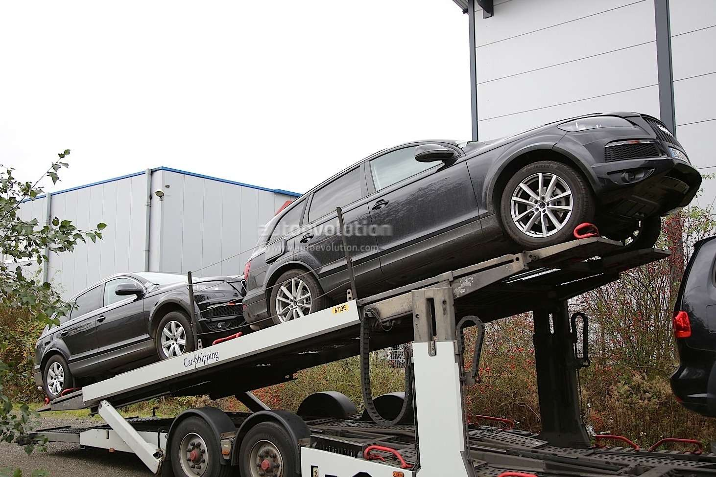 new-2018-vw-touareg-spied-for-the-first-time-hiding-as-audi-q7_4
