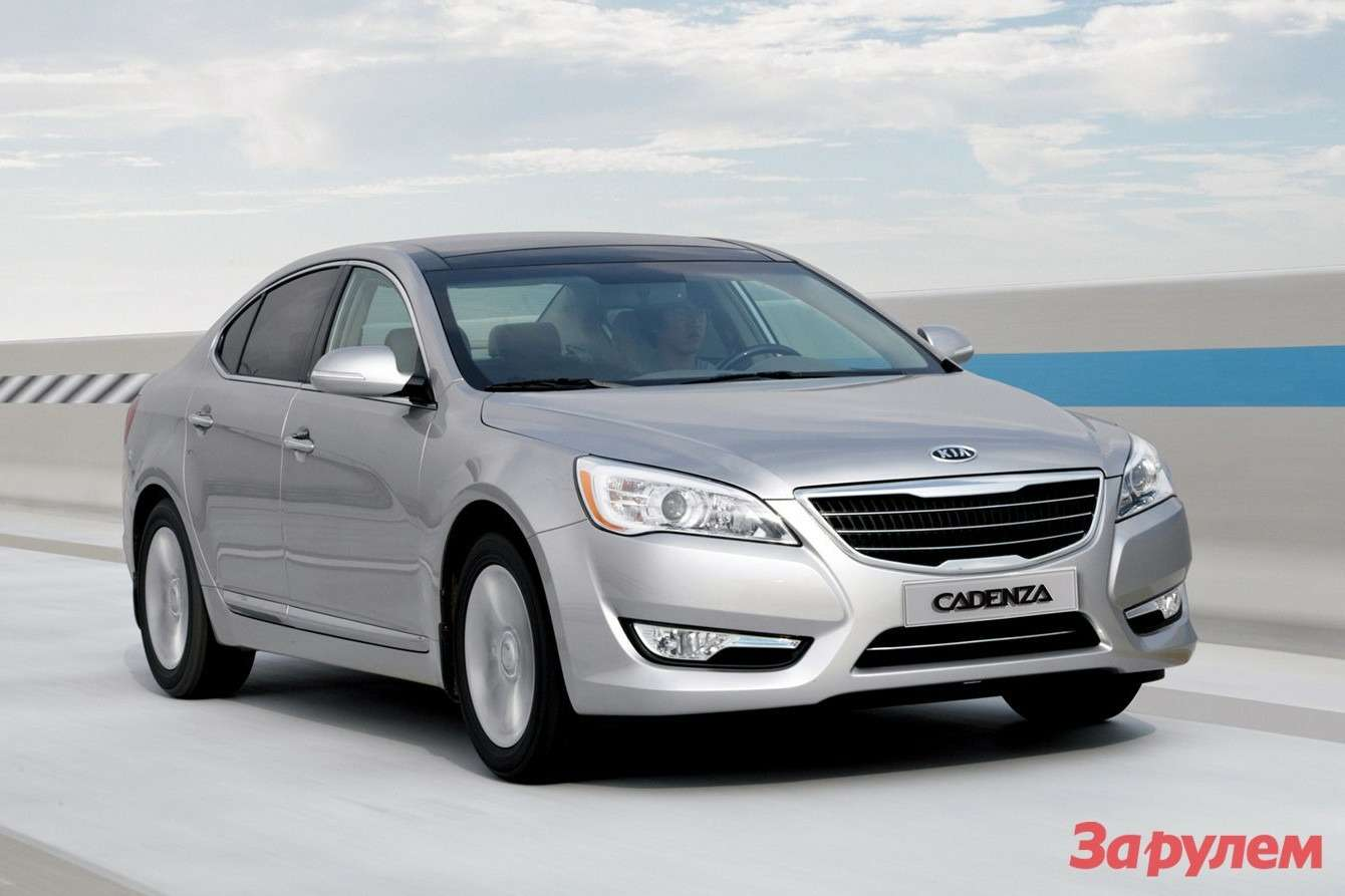 Pre-facelifted Kia Cadenza side-front view